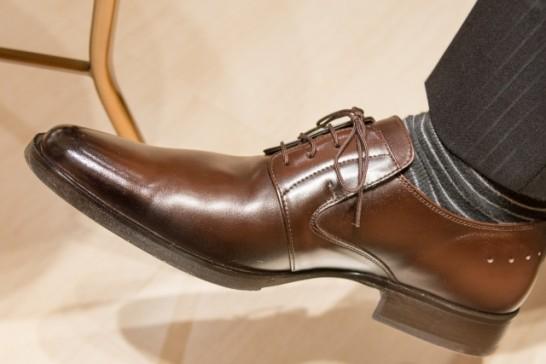 防水スプレー効果革靴使い方01