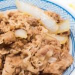 吉野家のカロリー一覧表(牛丼・並・大・特盛・コモサラ・豚丼・生姜焼きなど)